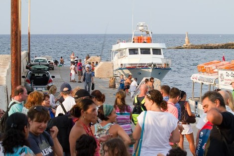 Crowds gather prior to boarding the boat.